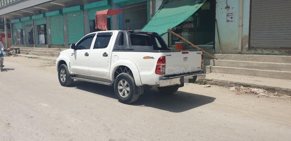 Toyota Hilux D-4D 2011 Image-1