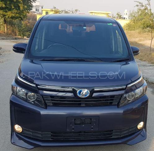 Toyota Voxy V 2014 Image-1