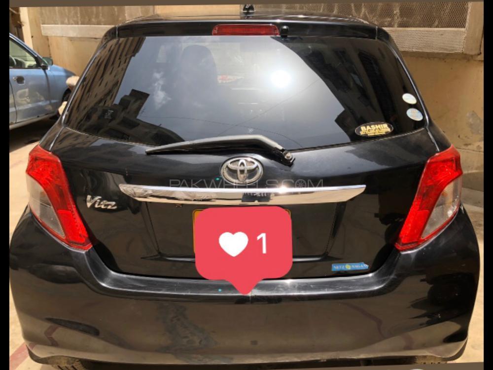 Toyota Vitz F 1.0 2011 Image-1