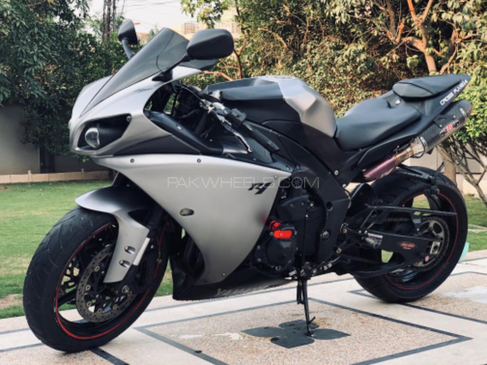 Yamaha YZF-R1 - 2011  Image-1