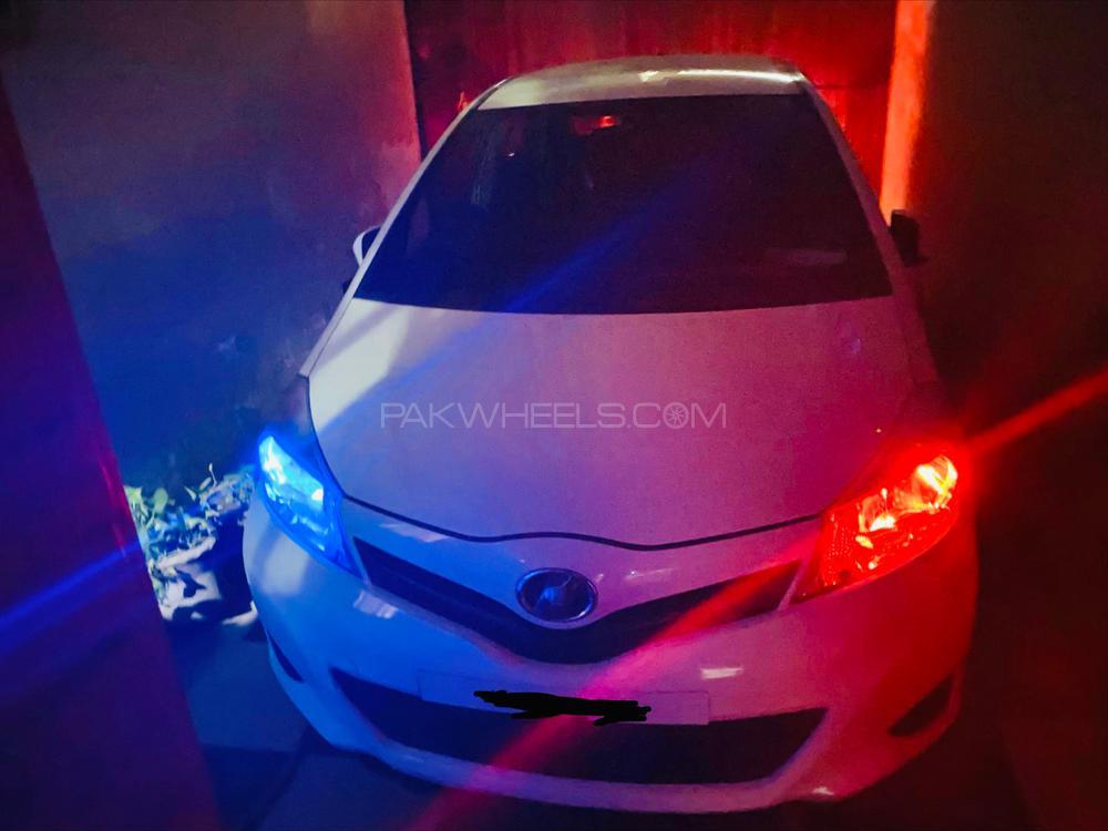 Toyota Vitz F Smile Edition 1.0 2011 Image-1
