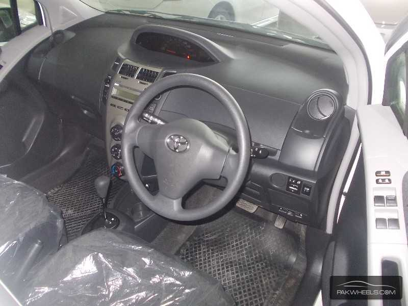Toyota Vitz 2010 Image-5