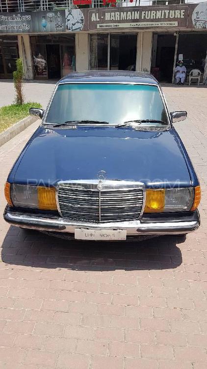 Mercedes Benz D Series 1981 Image-1