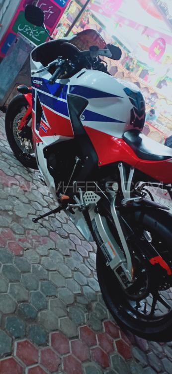 Honda CBR 600RR - 2014  Image-1