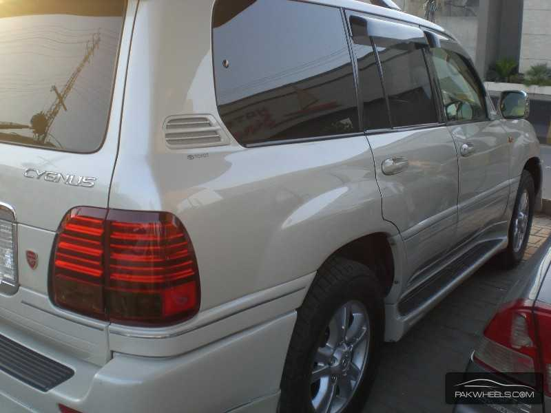Toyota Land Cruiser Cygnus 2003 Image-5