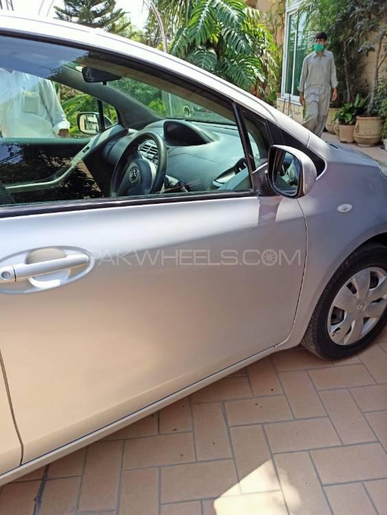 Toyota Vitz U 1.3 2006 Image-1