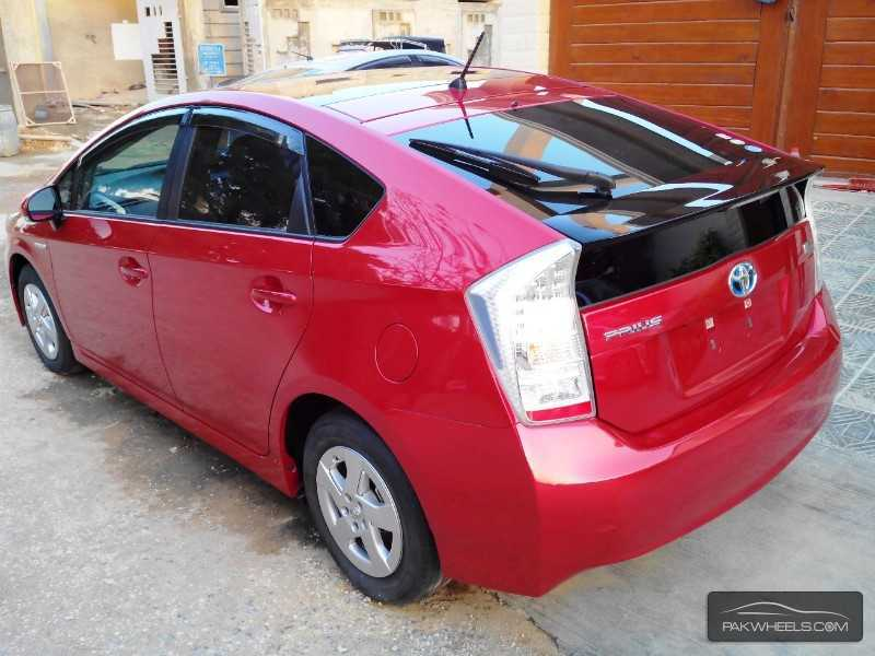 used toyota prius 1 8 s touring selection my coorde 2011 car for sale in karachi 834039. Black Bedroom Furniture Sets. Home Design Ideas