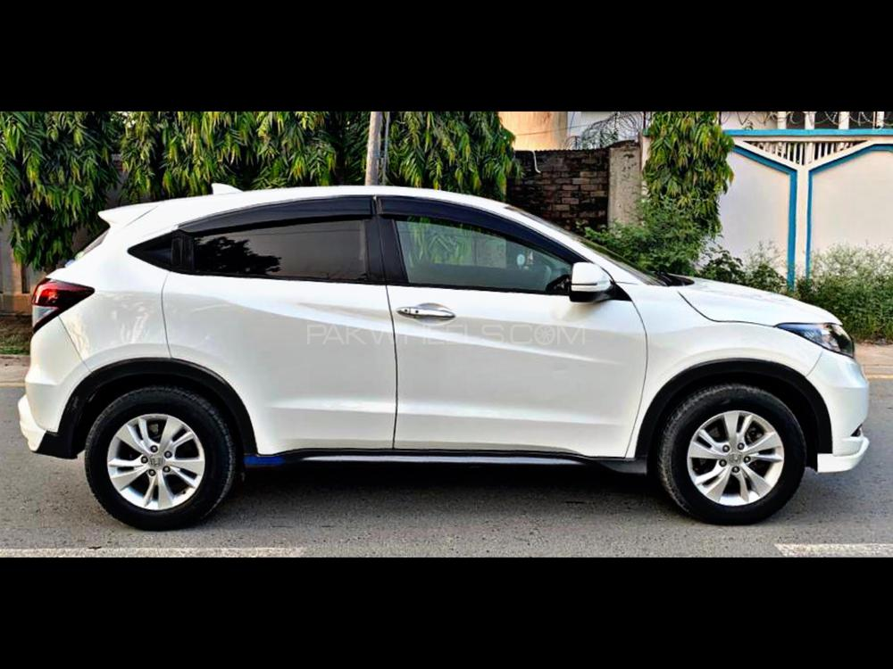 Honda Vezel X 4WD  Pearl White Color Model Year 2014 Import And Registration 2016   4WD Drive Excellent  Multimedia Steering Cruise Control Lane Departure Assist with Steering Control Heating Seats  Low Mileage
