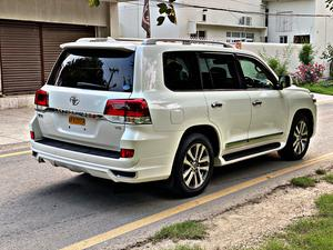 Toyota Land Cruiser ZX Full House Model Year 2016 Import Year 2020 Power Boot Rear Entertainment  Radar Cool Box Toyota Sense 2.0 Adaptive Cruise Control Lane Departure Assist  Blind Spot Monitor Height Control Crawl Control Genuine Maker TV 4.5 Grade Verifiable Auction Sheet