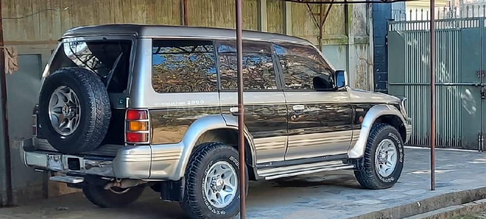 مٹسوبشی پجیرو ایکسیڈ آٹومیٹک 2.8D 1996 Image-1