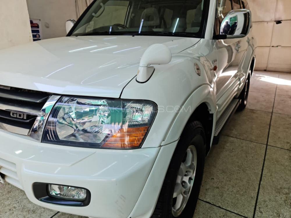 Mitsubishi Pajero GLS 3.5 2002 Image-1