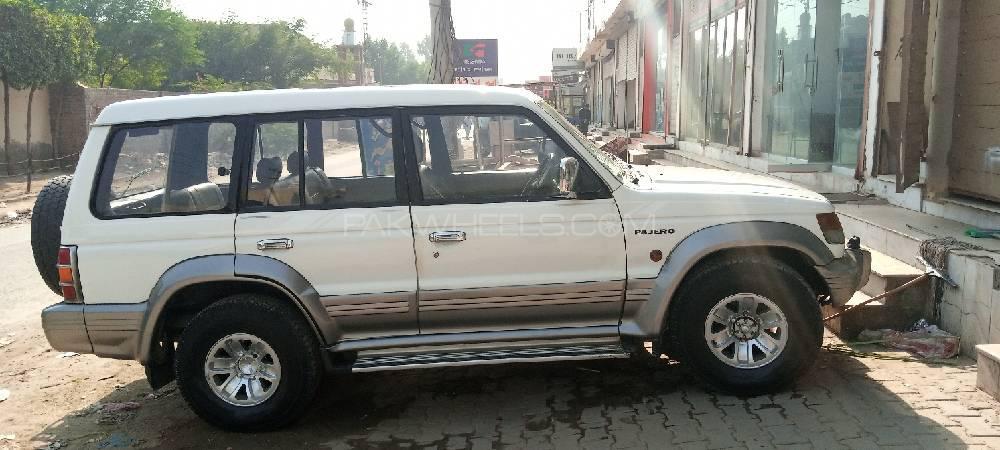 Mitsubishi Pajero Exceed 2.4 1996 Image-1