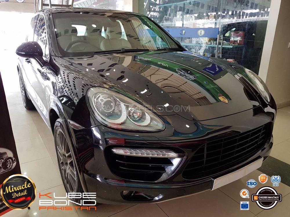 Porsche Cayenne Turbo 2011 Image-1