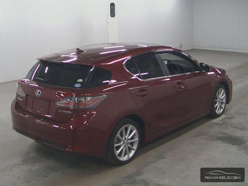 Lexus CT200h 2011 Image-3