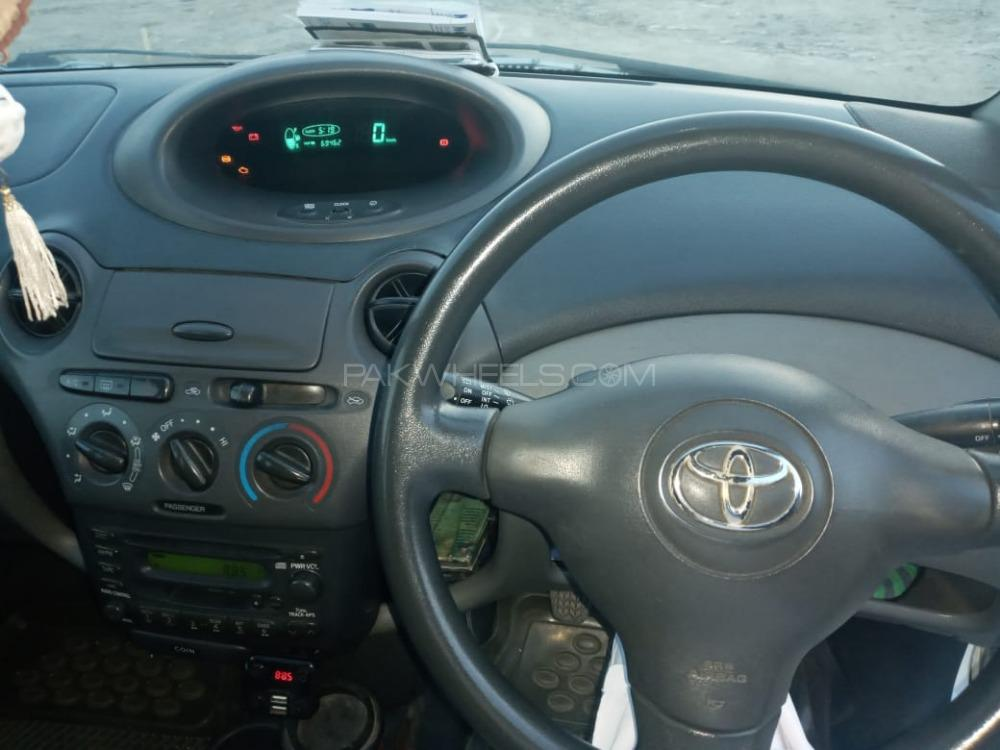 Toyota Vitz F 1.0 2002 Image-1