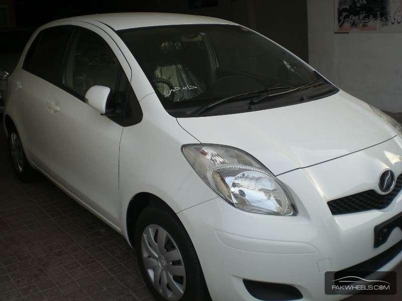 Toyota Vitz B S Edition 1.0 2010 Image-2