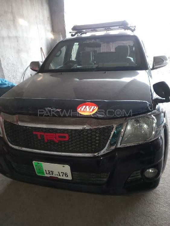 Toyota Hilux Vigo V 2014 Image-1