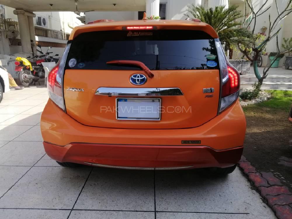 Toyota Aqua X Urban Solid 2016 Image-1
