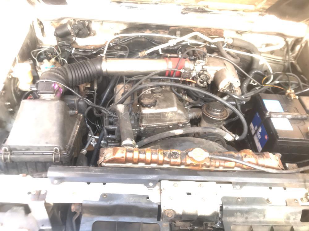 Mitsubishi Pajero Exceed 3.5 1996 Image-1