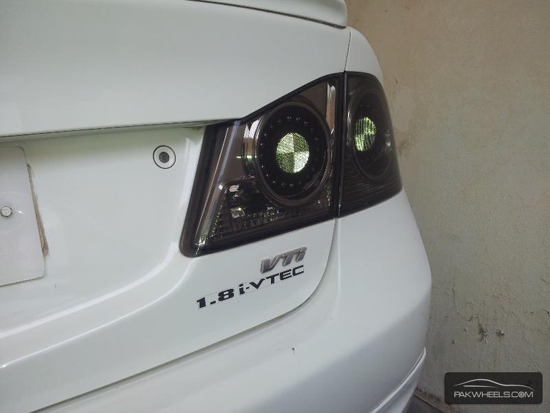 Honda Civic VTi 1.8 i-VTEC 2010 Image-2