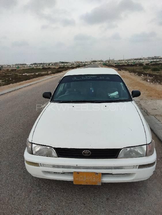 Toyota Corolla XE 2000 Image-1