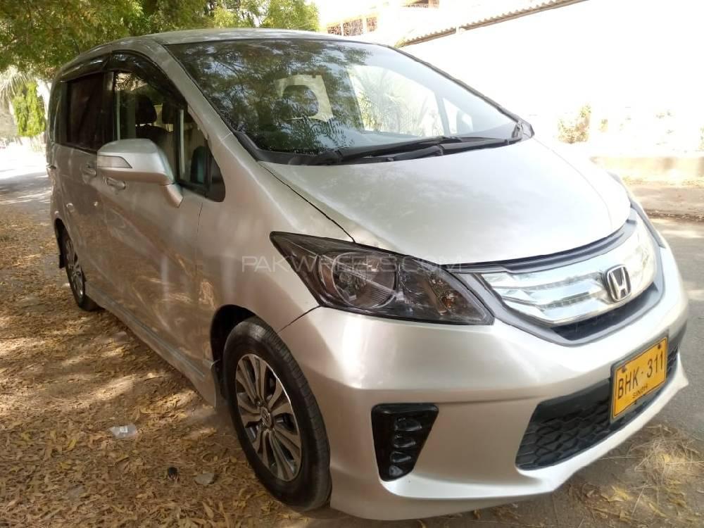 Honda Freed Hybrid 2011 for sale in Karachi | PakWheels
