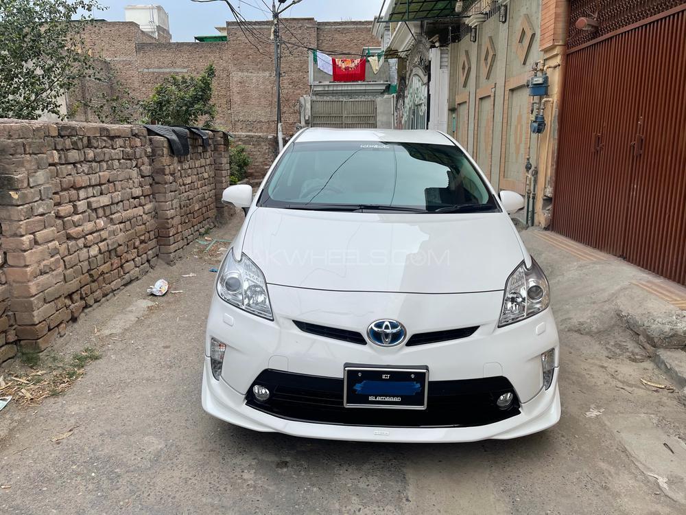 Toyota Prius L 1.8 2015 Image-1