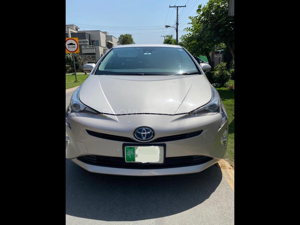 Toyota Prius 2017 Image-1