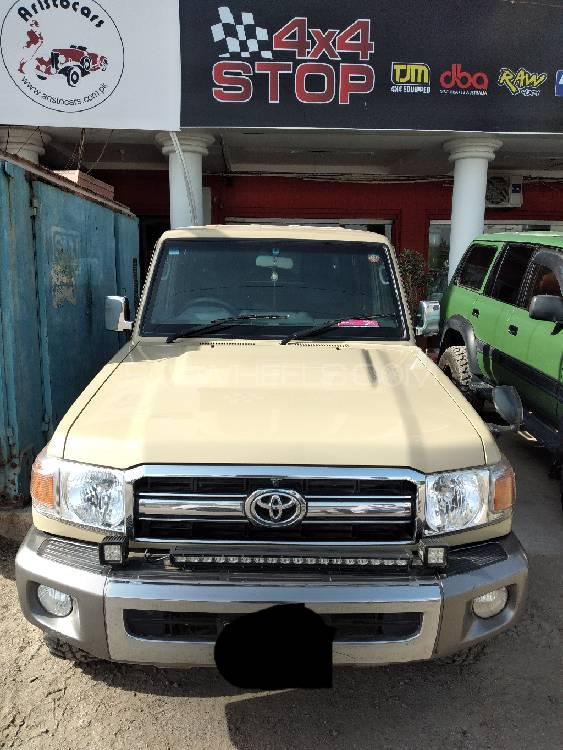 Toyota Pickup 2015 Image-1