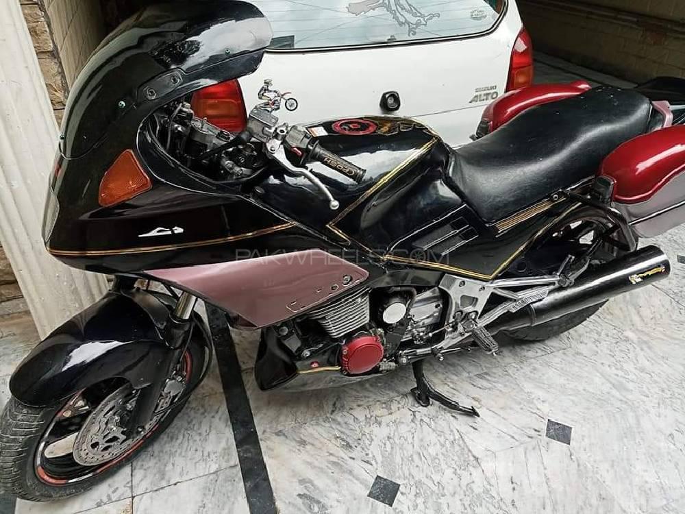 سوزوکی GSX-R750 1984 Image-1