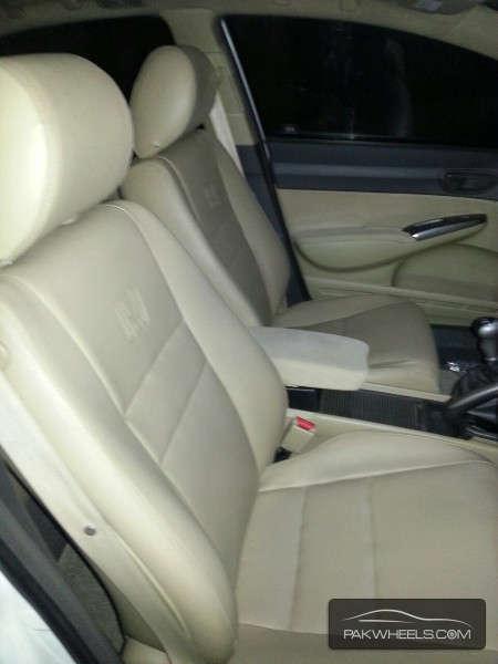 Honda Civic VTi Oriel 1.8 i-VTEC 2011 Image-5