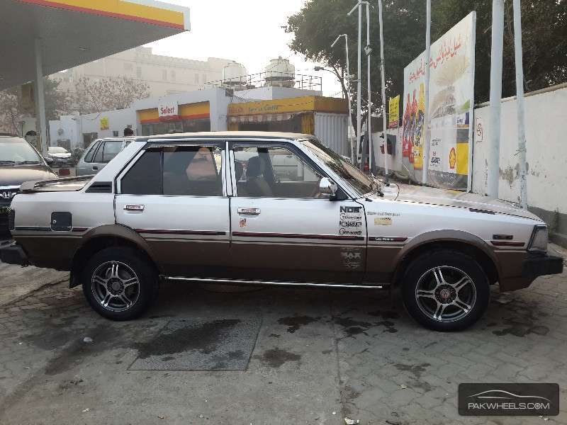 toyota corolla se limited 1982 for sale in lahore pakwheels. Black Bedroom Furniture Sets. Home Design Ideas