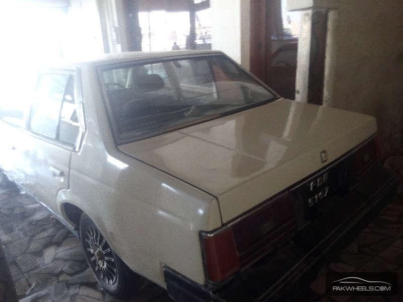 Toyota Corona 1983 Image-4