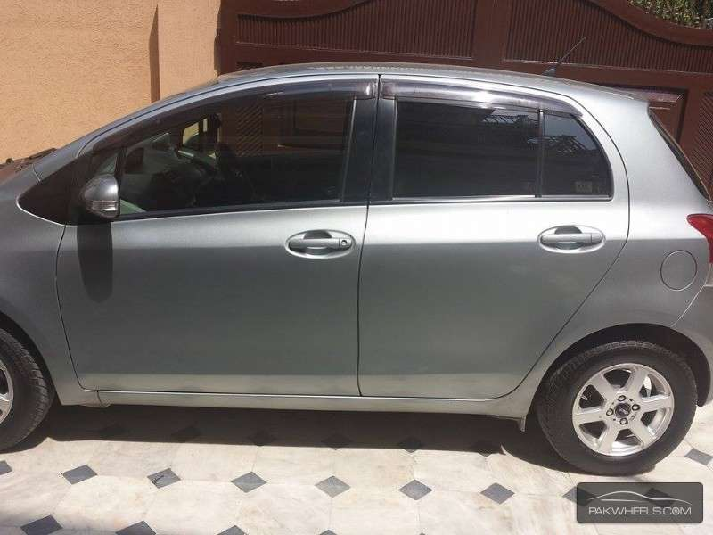 Toyota Vitz F Intelligent Package 1.0 2010 Image-1
