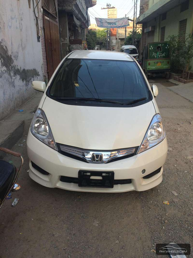 used honda fit hybrid navi premium selection 2011 car for sale in lahore 1051263 pakwheels. Black Bedroom Furniture Sets. Home Design Ideas