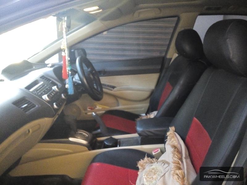 Honda Civic 2008 Image-6