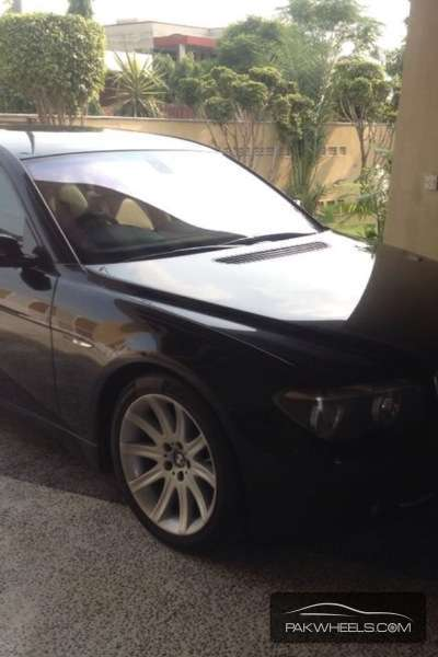 BMW 7 Series 2004 Image-1