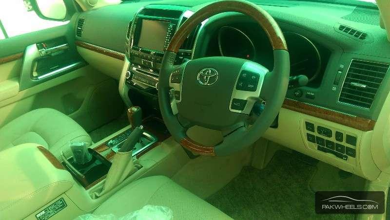 Toyota Land Cruiser ZX 2013 Image-4