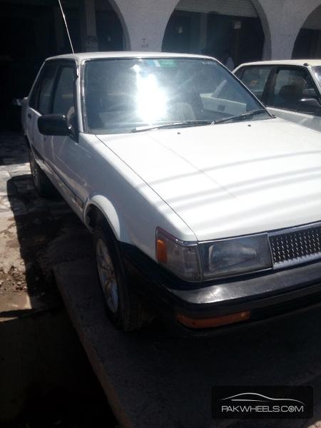 Toyota Corolla DX Saloon 1985 Image-3