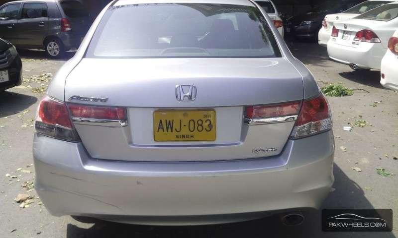 Honda Accord VTi 2.4 2011 Image-2