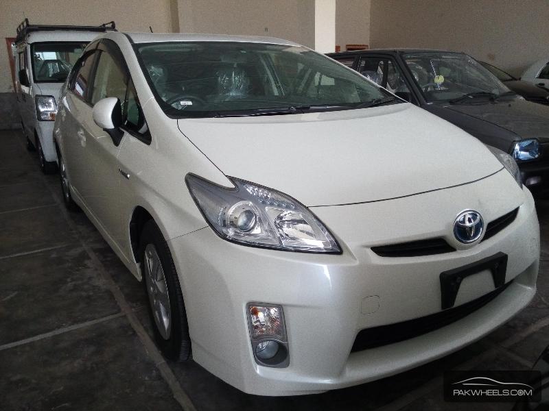 Toyota Prius G 1.5 2010 Image-2