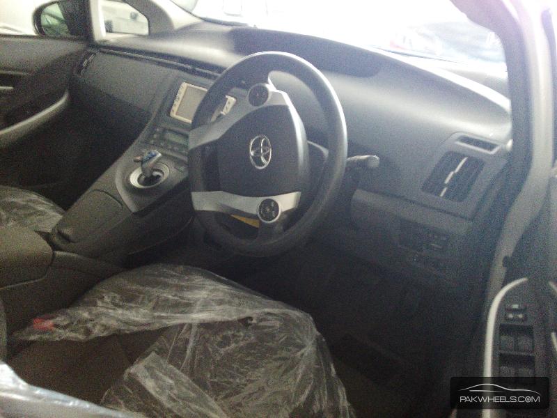 Toyota Prius G 1.5 2010 Image-3