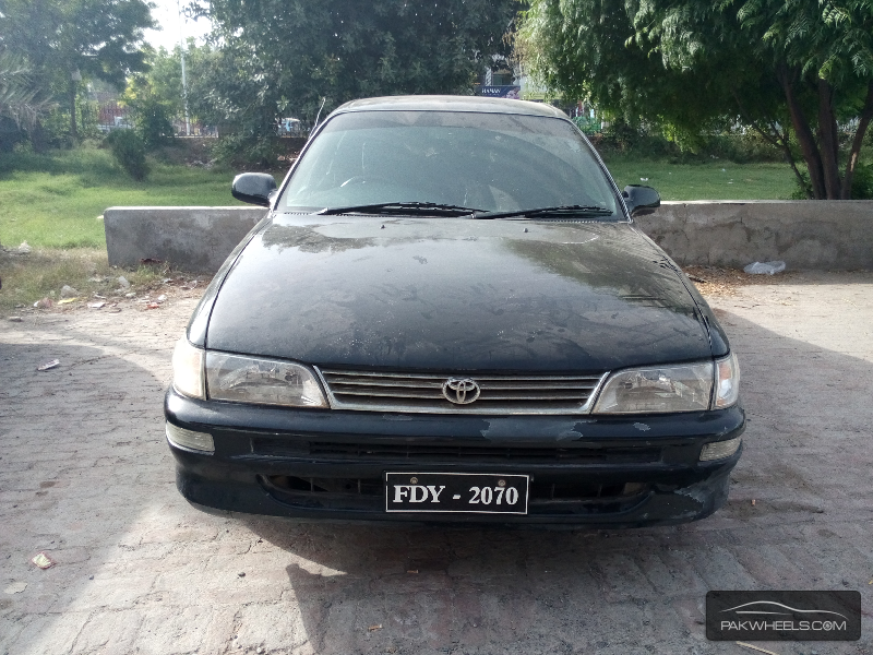 Toyota Corolla XE Limited 2001 Image-1