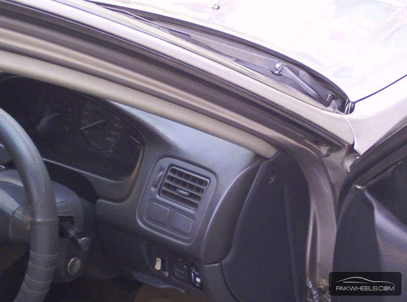 Honda Civic VTi Automatic 1.6 1999 Image-6
