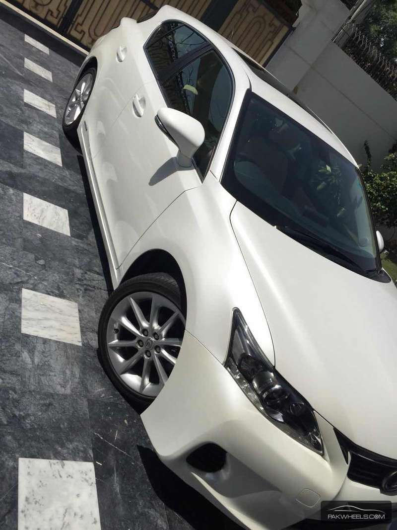 Lexus CT200h Version L 2011 Image-4