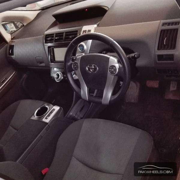 Toyota Prius 2012 Image-4
