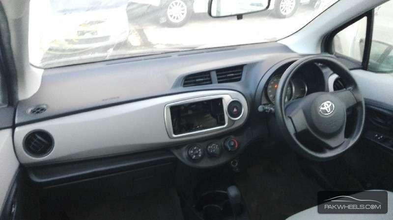 Toyota Vitz FL 1.0 2012 Image-7