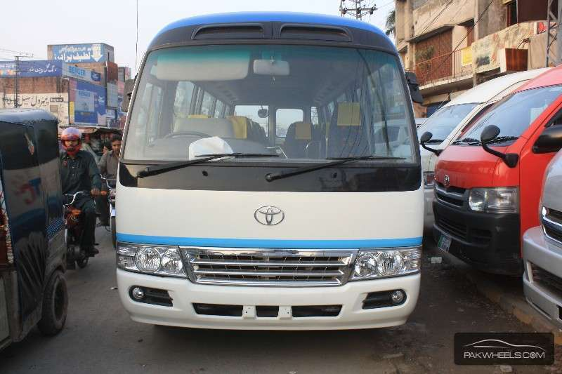 toyota coaster 30 seater f l 2010 for sale in lahore pakwheels. Black Bedroom Furniture Sets. Home Design Ideas