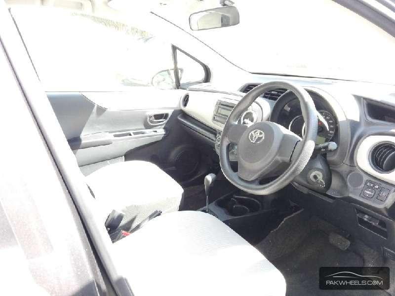 Toyota Vitz F Smile Edition 1.0 2012 Image-4