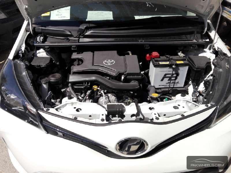 Toyota Vitz FL 1.0 2014 Image-9